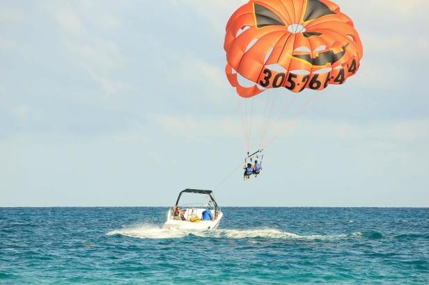 parasailing-347350_1280